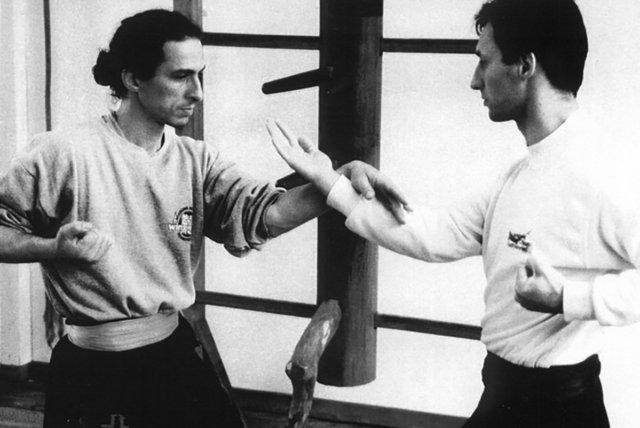 chi-sao-simple-bras -sifu-didier-beddar-et-bruno-tassel-1998-adwct-paris-toulouse-association-yimwingchun-sifu-stephane-serror-wing-chun-kung-fu