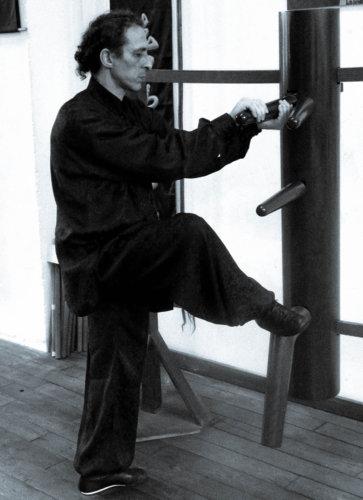 double-larp-sao-au-mannequin-de-bois-par-sifu-didier-beddar-wing-chun-kung-fu-paris-adwct
