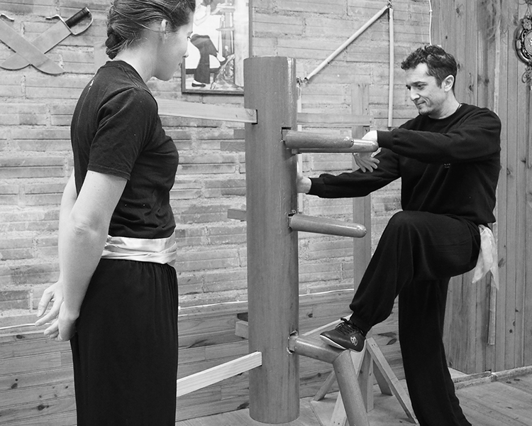 cours-kung-fu-adultes-prive-mannequin-bois-sifu-stephane-serror-ecole-kung-fu-yim-wing-chun-toulouse